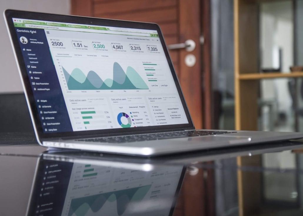 Macbook mit geöffnetem Analyse Tool