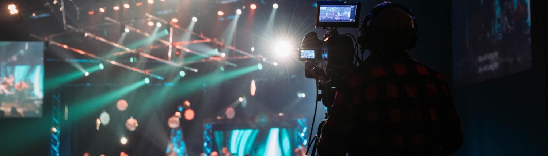Aufnahme einer hybriden Veranstaltung eines hybriden Event Anbieters mit Lichtershow